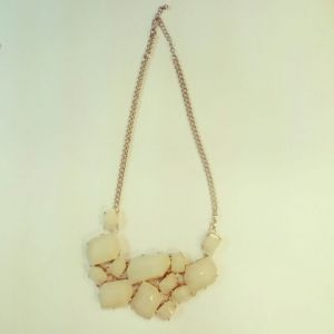 Statement necklace (Gold and Cream) 襯衫用頸鏈