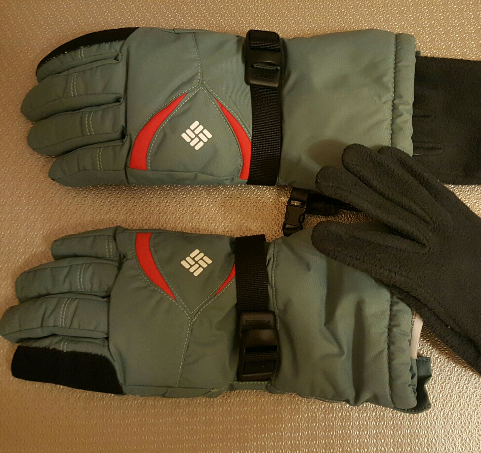 gloves for snowing weather image