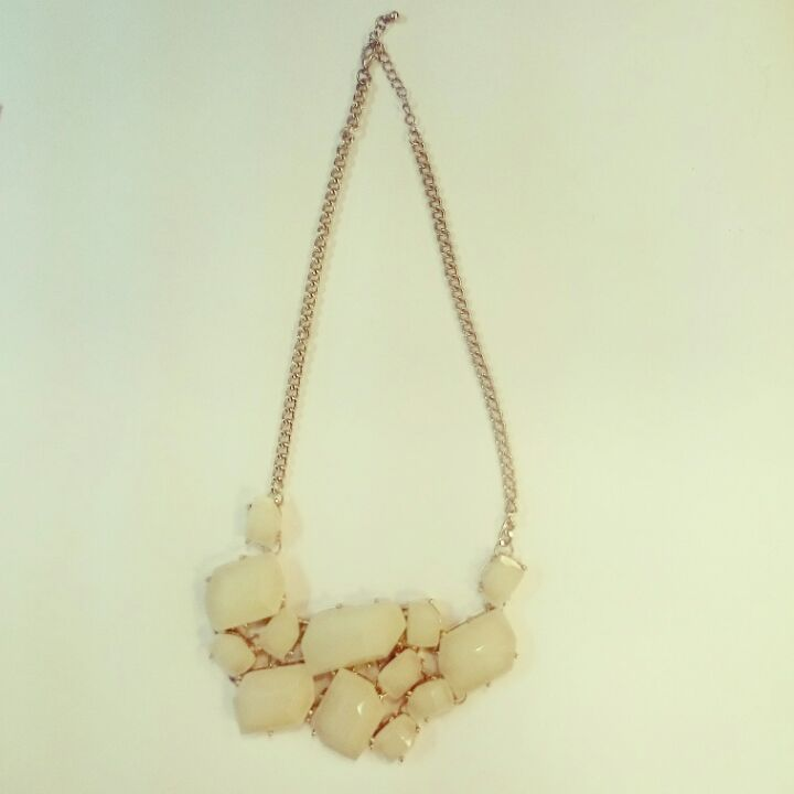 Statement necklace (Gold and Cream) 襯衫用頸鏈 image
